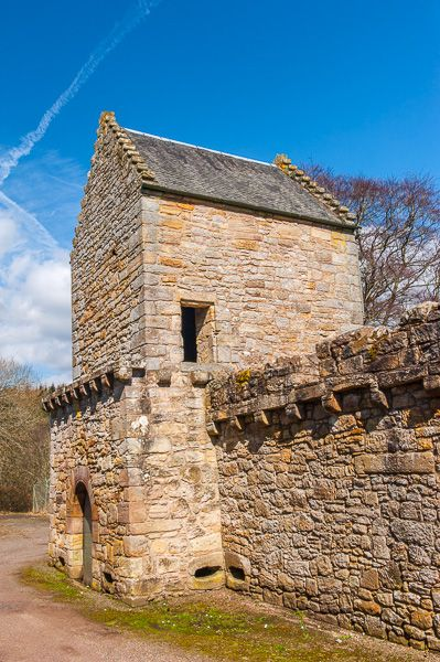 Craignethan Castle photo, The corner tower