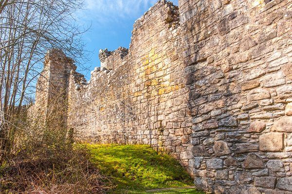 Craignethan Castle photo, External wall of the inner ward