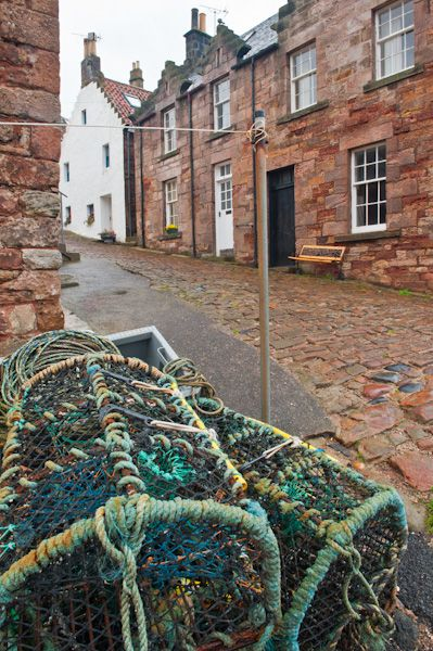 Crail photo, Cobbled street at the harbour