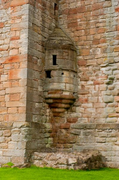 Crichton Castle photo, Corner stair