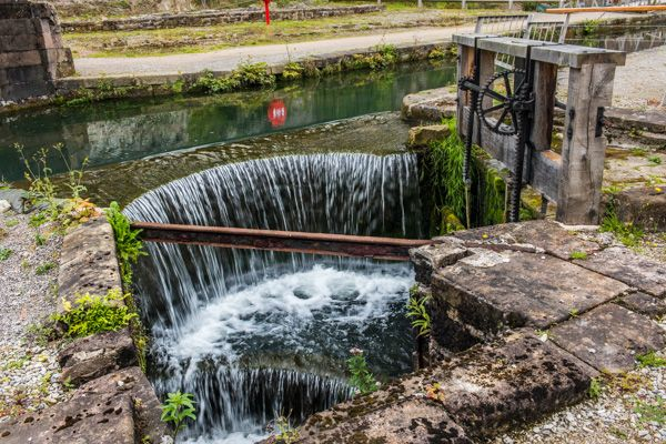 Cromford Mills photo, Mill Basin weir and sluice gate