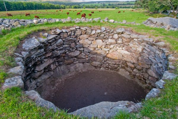 Corrimony Chambered Cairn photo, The burial chamber