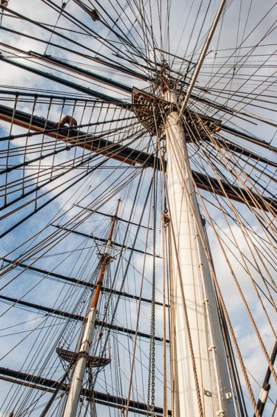 Cutty Sark photo, The main mast and rigging