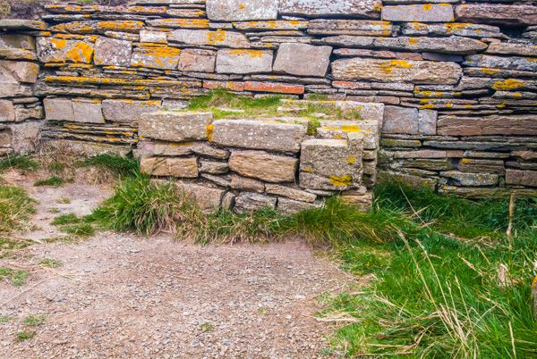 Brough of Deerness photo, A stone altar
