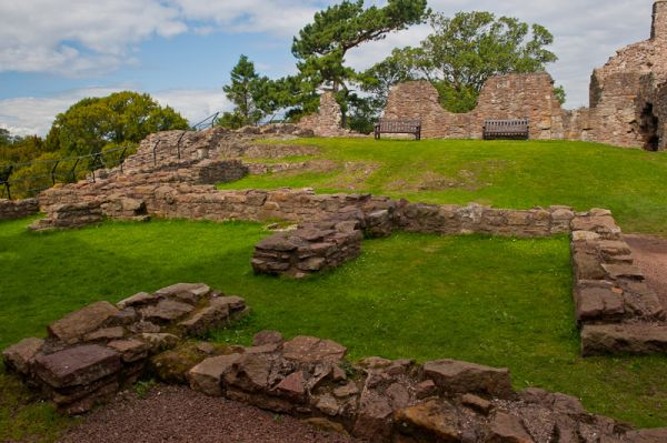 Dirleton Castle photo, Castle courtyard