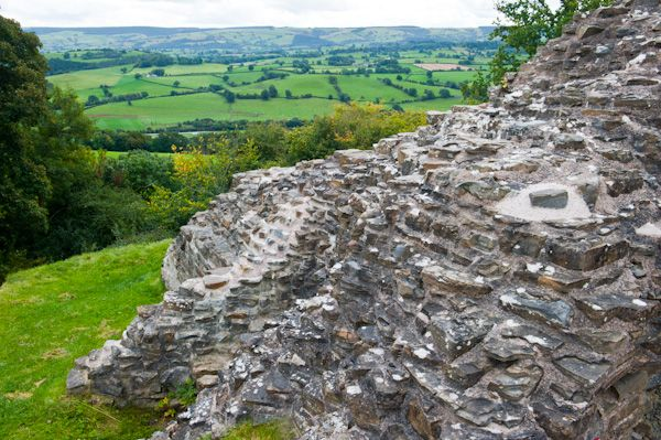 Dolforwyn Castle photo, Ruined walls look out over the valley below