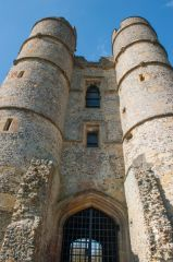Donnington Castle, The gatehouse towers