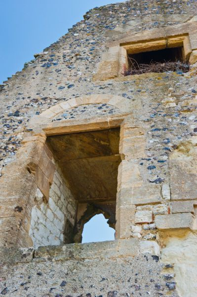 Donnington Castle photo, Doorway arch in the ruined gatehouse