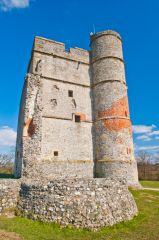 Donnington Castle, Gatehouse and corner tower foundations