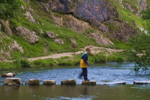 Dovedale photo, Crossing the stepping stones