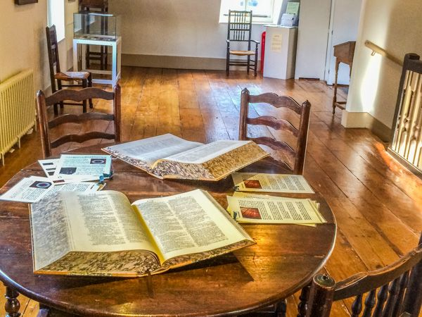 Dr Johnson's House photo, The garret, with Dictionaries on display