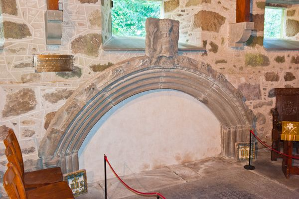 Drum Castle photo, Medieval tomb inside the chapel