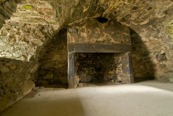 Drumcoltran Tower photo, Vaulted basement