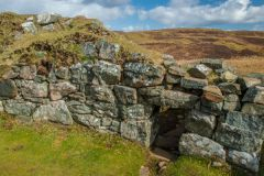 Dun Beag Broch, Small opening to a chamber within the wall