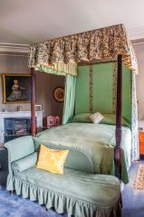 A four-poster state bed