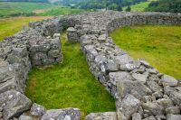 Edin's Hall Broch, Chambers inside the wall