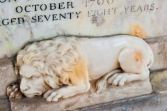 Elgin Cathedral, Lion on the Duchess of Gordon memorial (d. 1760)