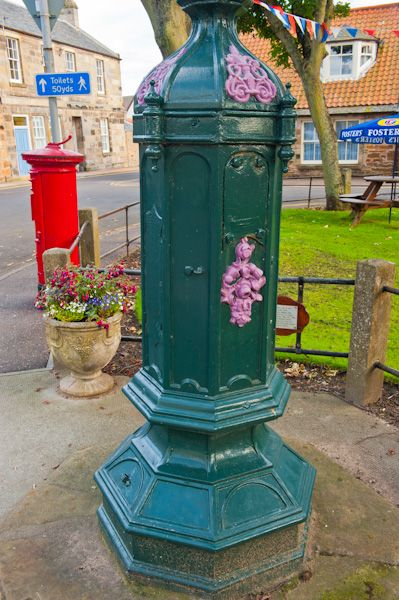 Elie photo, Lamppost on the green