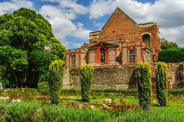 Eltham Palace photo, The sunken rose garden and Great Hall