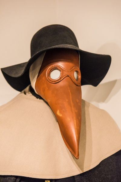 Eyam Museum photo, A doctor's plague mask