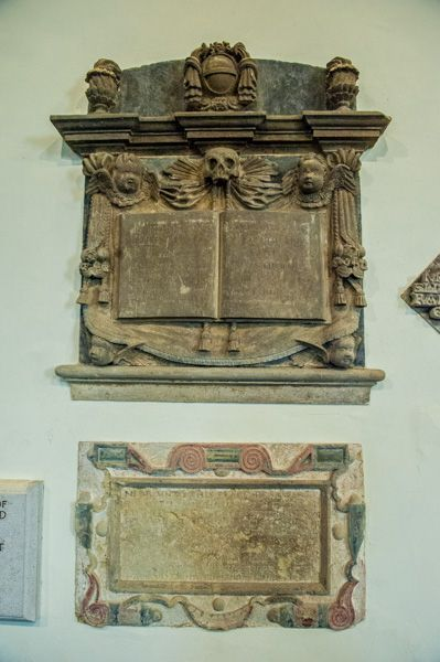 Farnborough, St Botolph's Church photo, 17th century wall monuments in the nave