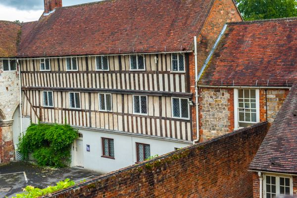 Farnham Castle Keep photo, Elizabethan buildings in the outer bailey