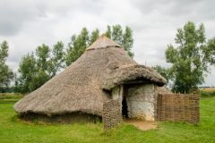Flag Fen, Hut reconstruction