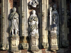 Gatehouse statues (c) David Wright