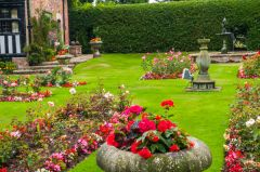 Gawsworth Hall, The private courtyard garden