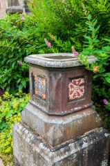 Ornamental urn with coats of arms