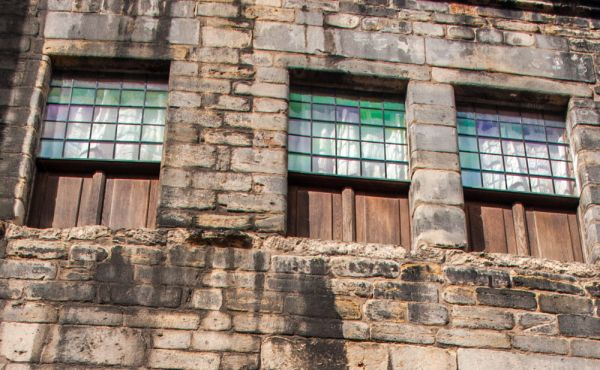 Gladstone's Land photo, 17th century windows with coloured glass and wooden panelled bottoms
