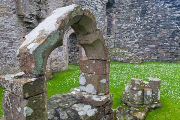Glenluce Abbey photo, Ruined archway