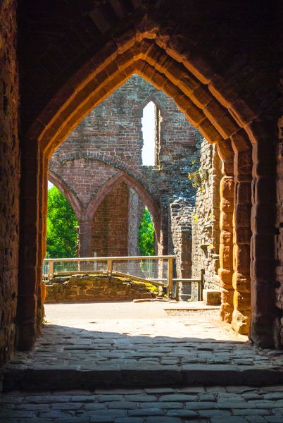 Goodrich Castle photo, The gatehouse passage