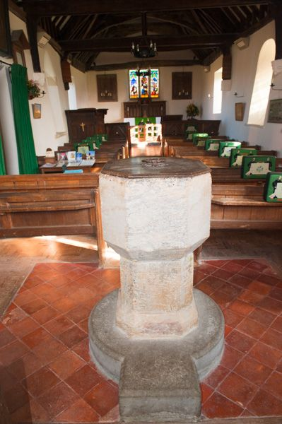 Goosey, All Saints Church photo, Medieval font