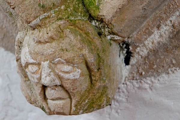 Great Bedwyn photo, Carved head on Adam de Stokke tomb recess