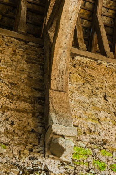 Great Coxwell Barn photo, Corbel supporting the roof