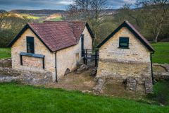 Great Witcombe Roman Villa, Buildings protecting the Roman mosaics