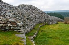Grey Cairns of Camster, The long cairn looking south