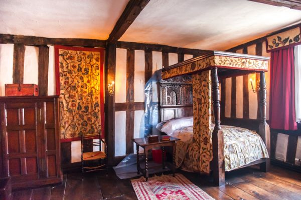 The Greyfriars photo, A first floor bedchamber