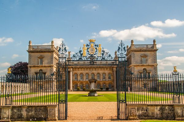 Grimsthorpe Castle photo, Looking through the ceremonial front gates