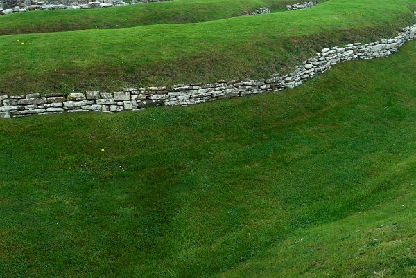 Broch of Gurness photo, Exterior ditch and stone wall aroud the broch