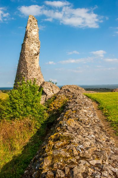 Hadleigh Castle photo, 14th century wall and tower ruin