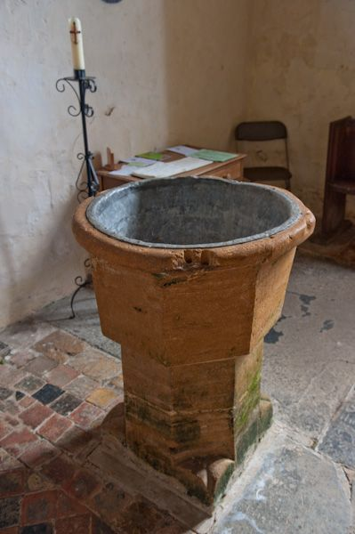 Hailes Church, Gloucestershire photo, 14th century font
