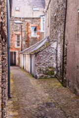Halliwell�s House Museum, The cobbled close beside the museum
