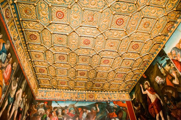 Hampton Court Palace photo, Wolsey Closet gilded ceiling