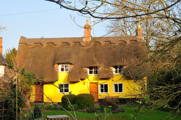 Hartest photo, Thatched cottage