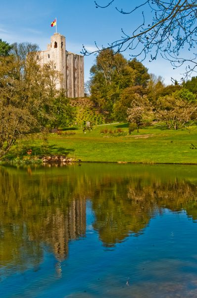 Hedingham Castle photo, The keep reflected in the lake
