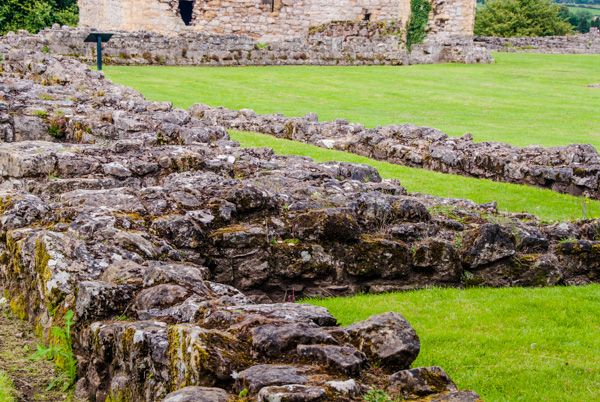 Helmsley Castle photo, Medieval foundation walls