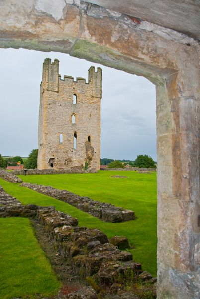 Helmsley Castle photo, The east tower