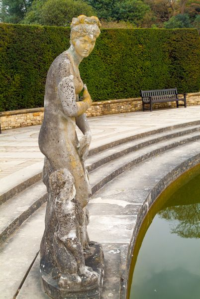 Hever Castle photo, Classical statue and pool